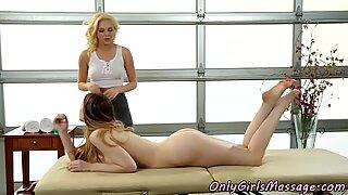 Teen masseuse scissoring busty les client