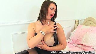 brit milf Raven is pleasuring her nyloned muff