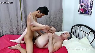 Asian Twink Idol Barebacks Daddy